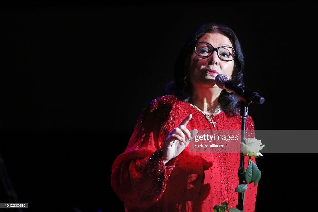 Nana Mouskouri begins Birthday tour : Photo d'actualité
