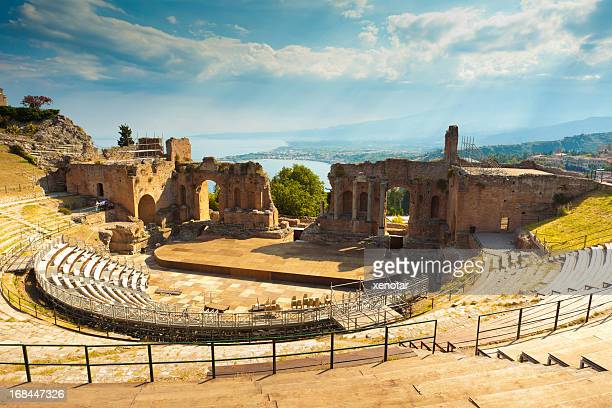 the greek theater & mount etna, sicily, italy - mt etna stock pictures, royalty-free photos & images