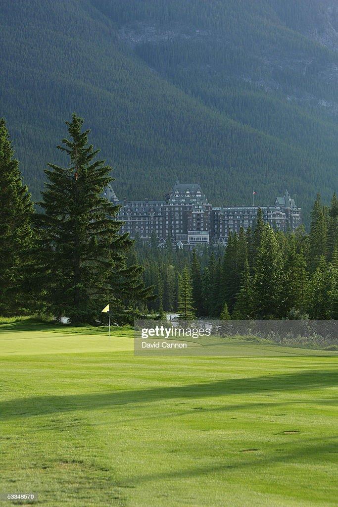 Banff Springs Stanley Thompson Eighteen  12 green : News Photo