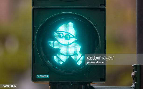The green traffic light 'Mainzelmaennchen' can be seen in Mainz Germany 23 November 2016 The first ever 'Mainzelmaennchen' traffic lights have been...