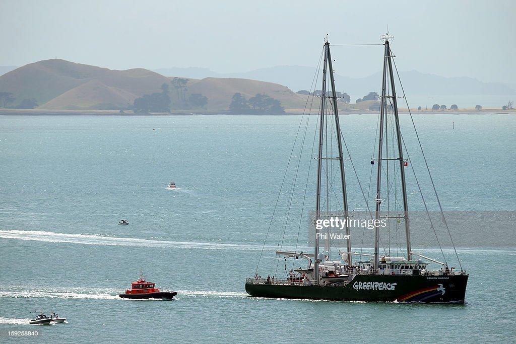 Rainbow Warrior Arrives In Auckland : Foto jornalística