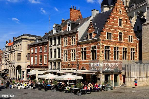 the grote markt of leuven, belgium - フラームスブラーバント ストックフォトと画像