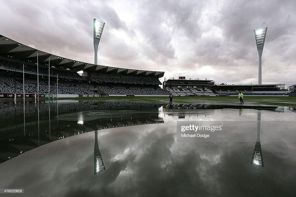AFL NAB Cup Rd 2 - Western Bulldogs v St Kilda : News Photo