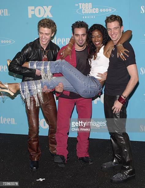 The group N'sync from left Joshua Chasez Justin Timberlake and Chris Kirkpatrick winners of 'Choice Pop Group Music' pose with Ananda Lewis August 6...