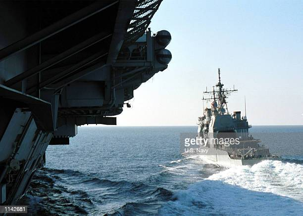 The guided missile cruiser USS Antietam breaks away from the aircraft carrier USS Carl Vinson after a refueling at sea December 7, 2001 at the...