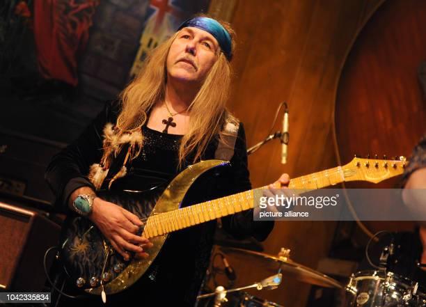 The guitarist Uli Jon Roth performes in the Blues Garage in Isernhagen Germany 11 January 2014 Photo Holger Hollemann/dpa | usage worldwide