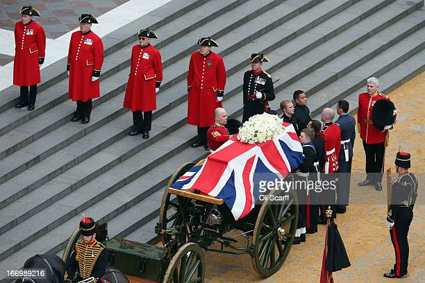 The gun carriage carrying the coffin drawn by the King's Troop Royal Horse Artillery arrives at St Paul's Cathedral during the Ceremonial funeral of...