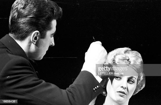 The Hairdressers Of The Theater Des Champs Elysees. Paris-Champs Elysées- 4 Février 1958- Lors d'une manifestation professionnelle, reportage sur les...