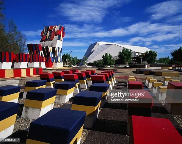 the hajek sculpture garden with the adelaide festival centre in the background. - adelaide festival stock pictures, royalty-free photos & images