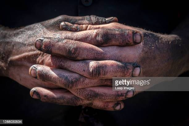 The hands of a steam engine engineer .