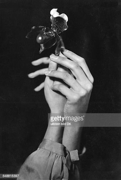 The hands of actress Fränze Roloff with an orchid 1928 photographer Charlotte Willott Published by 'Uhu' 02/1928 Vintage property of ullstein bild