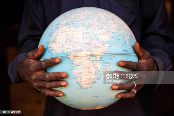 the hands that holds the world - afrique photos et images de collection