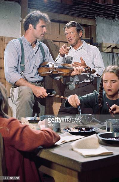 PRAIRIE 'The Handyman' Episode 4 Aired Pictured Gil Gerard as Chris Nelson unknown Melissa Gilbert as Laura Ingalls Wilder Photo by Bud Gray/NBCU...