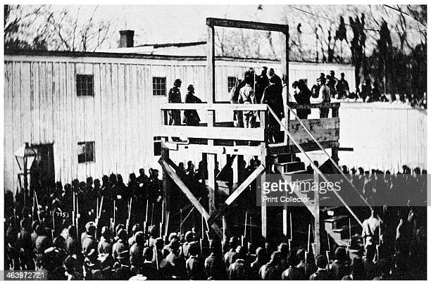 The hanging of Henry Wirz Washington DC USA 1865 Adjusting the rope The Catholic priest is asking Wirz if he wishes to make a confession and Wirz...