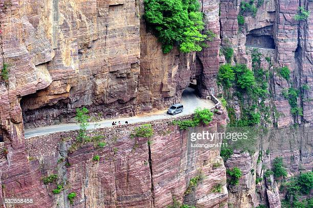 壁にぶら下がる highway (precipice tunnel)の太行山脈 008 - 太行山脈 ストックフォトと画像