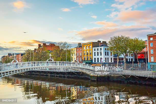 the ha'penny bridge in dublin - ireland stock pictures, royalty-free photos & images