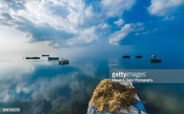 the harbor - delta del ebro fotografías e imágenes de stock