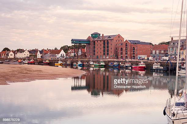 the harbour at wells-next-the-sea - norfolk east anglia foto e immagini stock