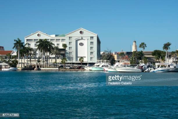 the harbour of oranjestad, aruba. - オラニェスタット ストックフォトと画像