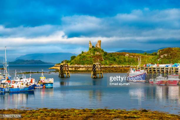 the harbour wonderland in scotland's isle of skye - harbour stock pictures, royalty-free photos & images