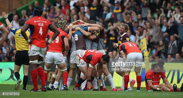 The Harlequins celebrates their victory over Saracens at the final whistle during the Aviva Premiership match between Harlequins and Saracens at...