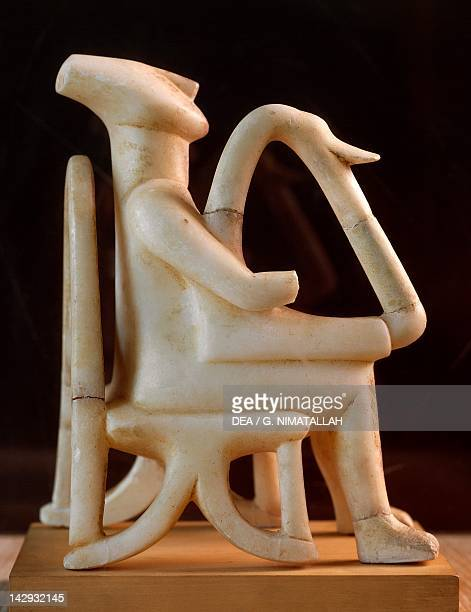 The harpist also known as the lyre player marble statue from Amorgos Greece Cycladic civilization 35001050 BC Athens Ethnikó Arheologikó Moussío