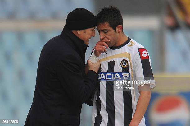 the head coach of Udinese Gianni De Biasi speaks whit Alexis Alejandro Sanchez during the Serie A match between Udinese and Sampdoria at Stadio...