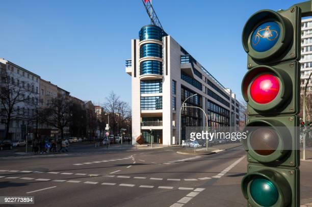 the headquarter of the german social democrats (spd) with traffic light (berlin, germany) - hauptfirmensitz stock-fotos und bilder