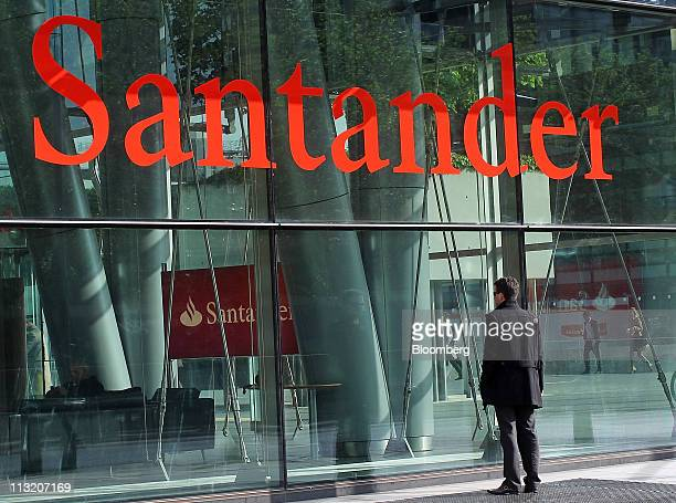 The headquarters of Banco Santander are seen in London UK on Wednesday April 27 2011 Banco Santander SA plans to sell $7846 million of bonds tied to...