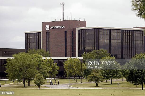 The headquarters of Motorola Inc is seen August 12 2004 in Schaumburg Illinois The Internal Revenue Service claims the electronics company owes $500...