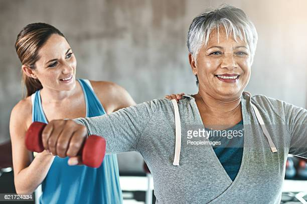 the healthy heart is a youthful heart - bodybuilding stockfoto's en -beelden