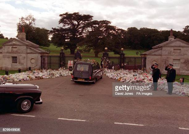 The hearse carring the coffin of Diana Princess of Wales arrives at the gates of Althorp House this afternoon Photo by David Jones/PA