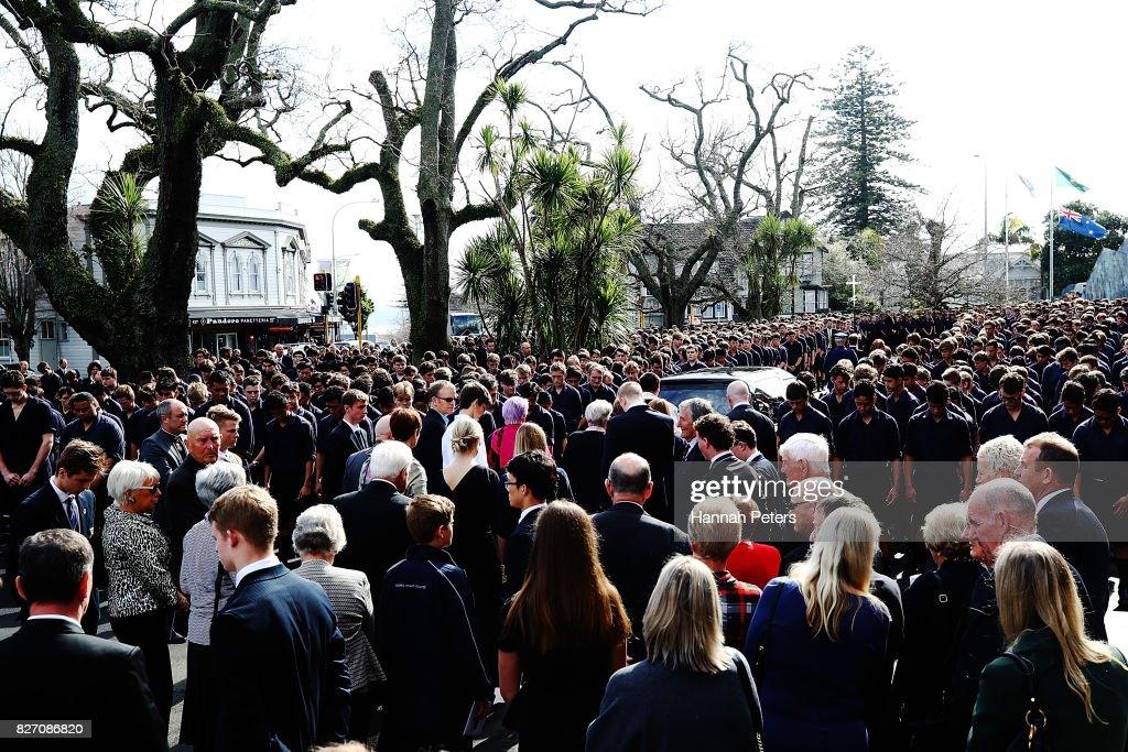 Lesbian funeral service — pic 4