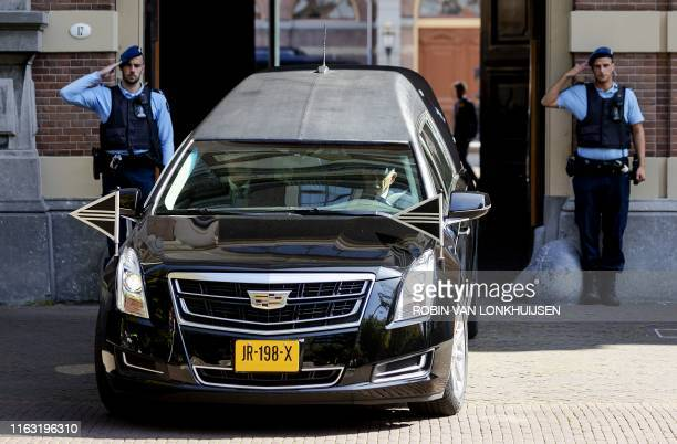 The hearse with the coffin of Dutch Princess Christina is transferred to the crematorium from the grounds of Noordeinde Palace on August 22, 2019 in...