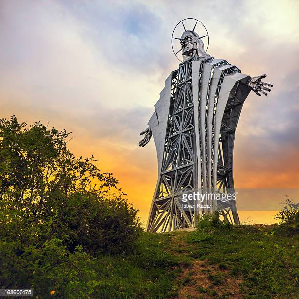 CONTENT] The 'Heart of Jesus' lookout is a work of art in the form of a statue depicting Jesus Christ located on the outskirts of Farkaslaka a...