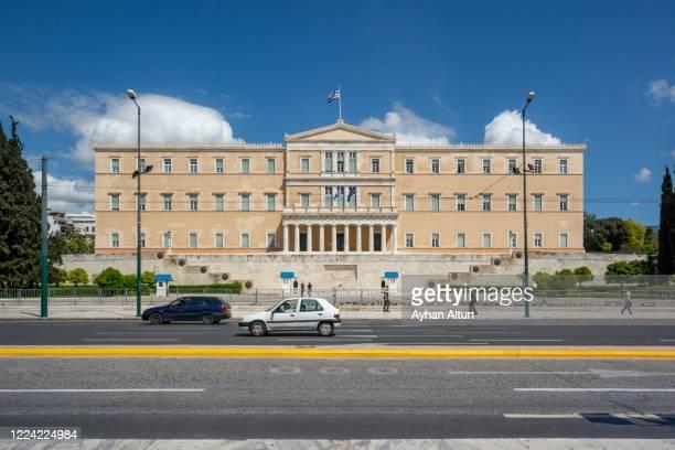 the hellenic parliament in athens, greece - ギリシャ国会議事堂 ストックフォトと画像