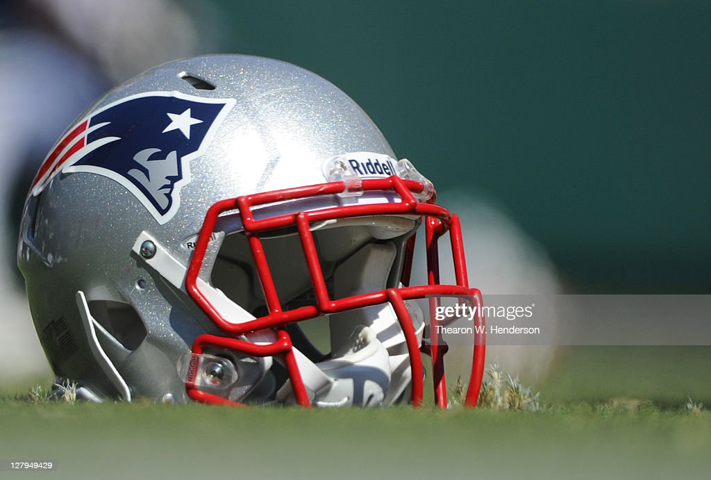 New England Patriots v Oakland Raiders : News Photo