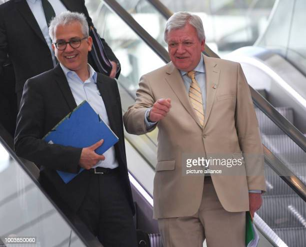 The Hessian Premier Volker Bouffier and his deputy the Hessian Minister of economy Tarek AlWazir stand on an escalator on their way to a press...