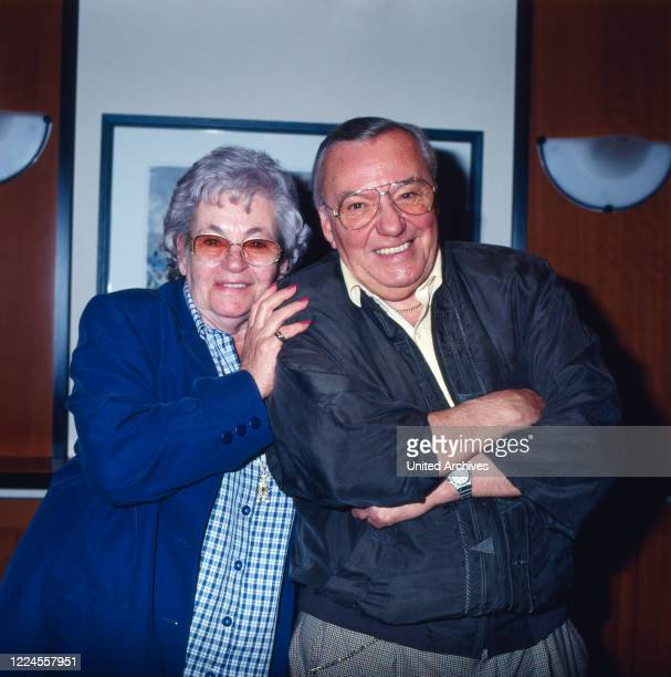 The Hessian presenter and showmaster Heinz Schenk poses in 1998 together with his wife Gerti during the visit to the Miss Germany for a photo series.