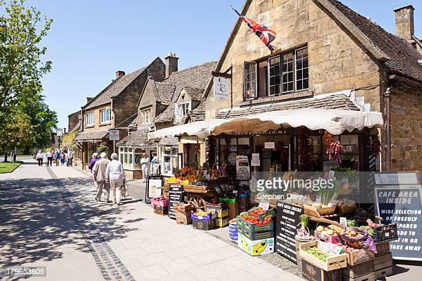 the high street in broadway, worcestershire uk - village stock pictures, royalty-free photos & images
