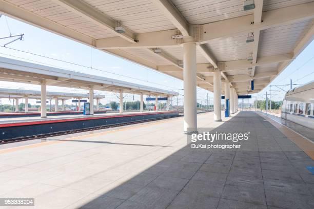the high-speed rail - plataforma de estação de trem - fotografias e filmes do acervo