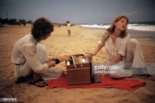 On The Road Of India And Afghanistan. Inde - août 1971- sur la nouvelle route des Indes: à Goa-Kalangut, deux Suédois en plein délire romantique...