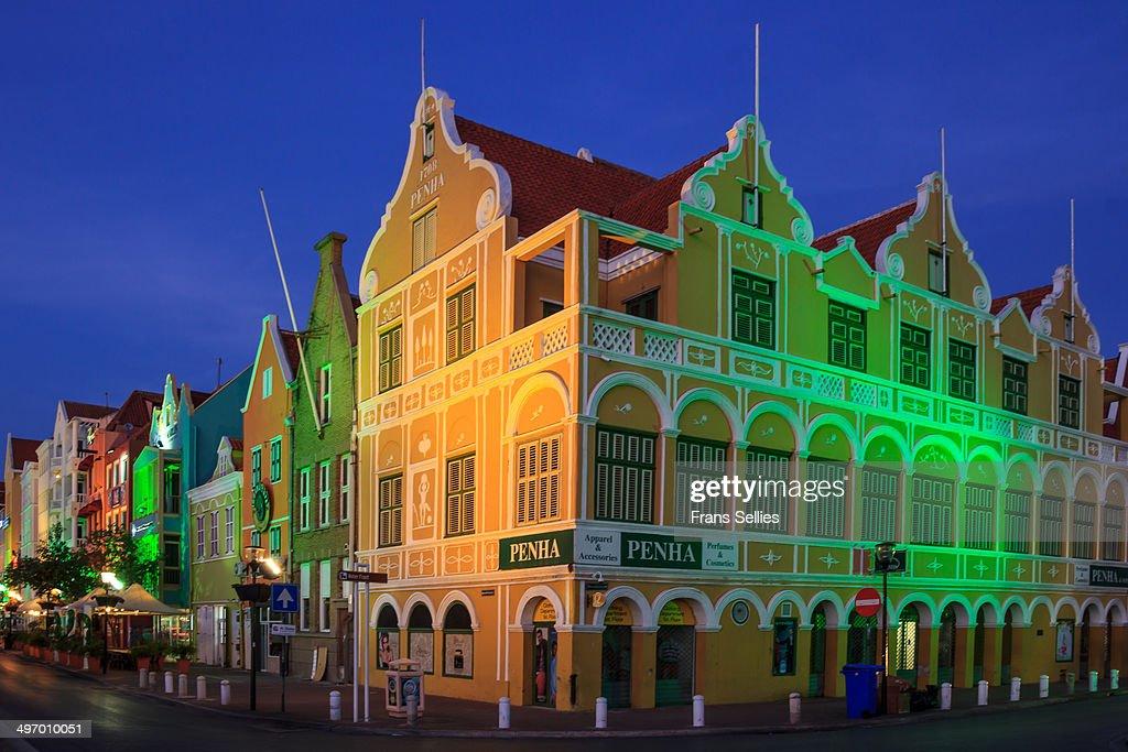 Willemstad, Curaçao in the evening : Nieuwsfoto's