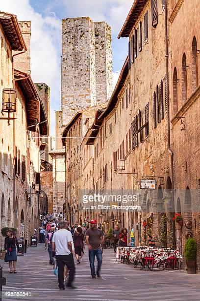 the historic centre of san gimignano, tuscany. - サンジミニャーノ ストックフォトと画像