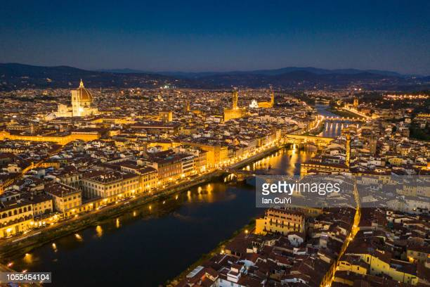 the historic city of florence at dusk. (dusk) - alba crepuscolo foto e immagini stock