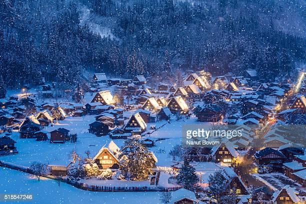the historic villages of shirakawa-go - 岐阜県 ストックフォトと画像