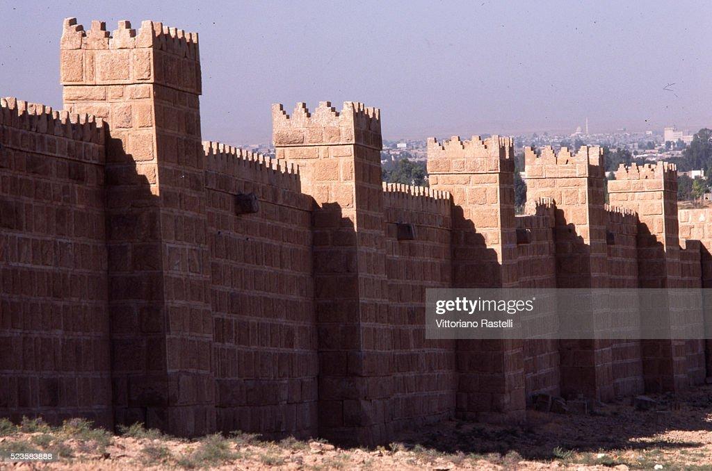 The historic walls of Niveneh : Stock Photo
