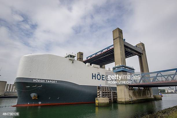 The Hoegh Target the largest car carrier in the world the Norwegian Höegh Autoliners is towed into the port of Rotterdam on August 21 2015 The 14deck...