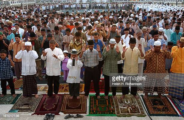 ACEH INDONESIA The holy day of Eid al Adha <cq> brought thousands and thousands of faithful Islamics to Banda Aceh's Mesjid Raya Baiturrahman <cq>...