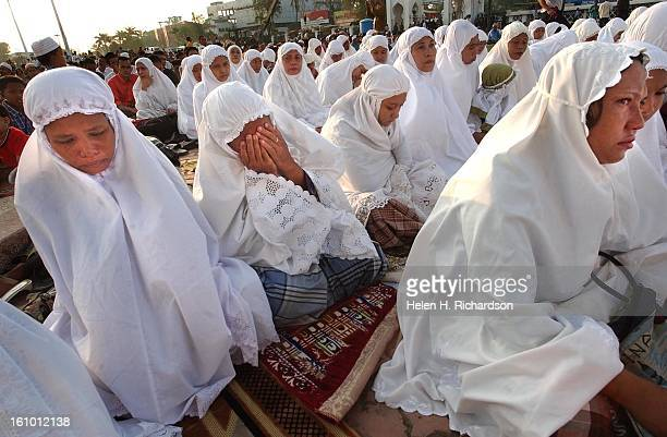 ACEH INDONESIA The holy day of Eid al Adha <cq> brought thousands and thousands of faithful Islamics to Banda Aceh's to Mesjid Raya Baiturrahman <cq>...